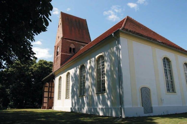 Dorfkirche Pessin1